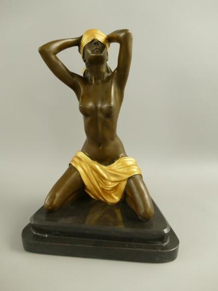 Bronze Figur Frau mit gold H.28x22cm