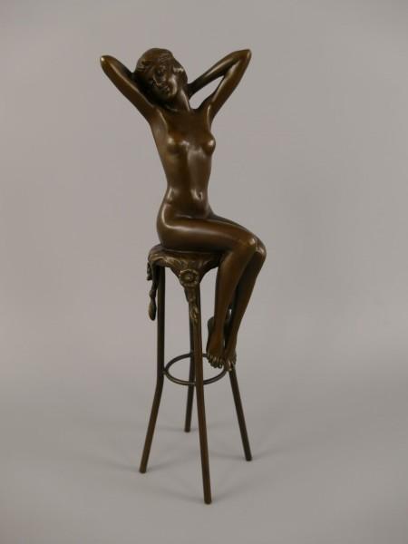 Bronze Figur Frau auf Hocker H.28x5cm