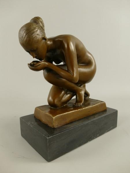 Bronze Figur Frau H.22x18cm