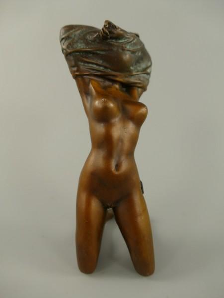 Figur Bronze Frau. H.17x6cm