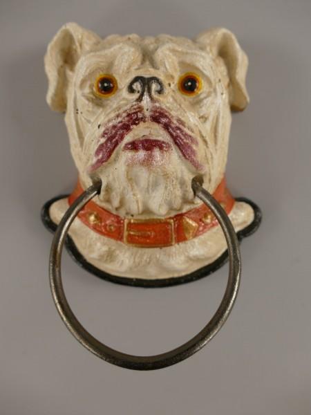 Hund mit Ring Gußeisen farbig H.17cm
