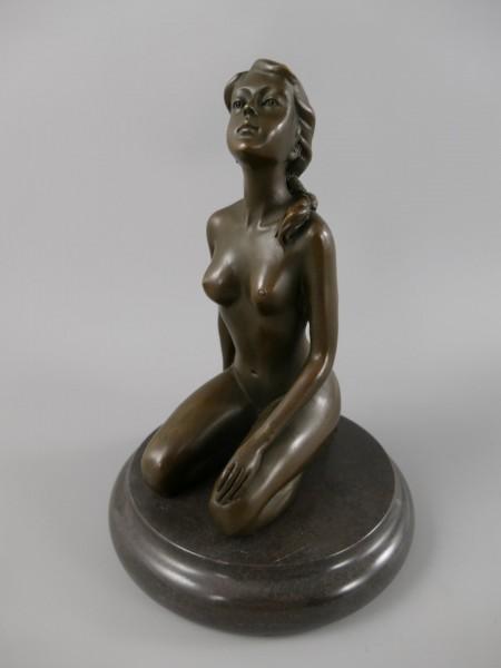 Bronze Figur FRAU H.22x15cm