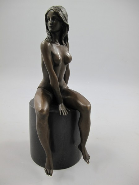Figur Bronze Frau Sitzent H.27x11cm