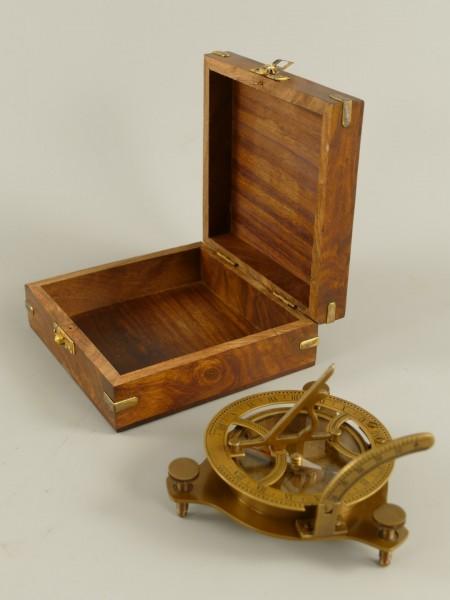 Kompass Messing brüniert Holzbox D.11x5cm